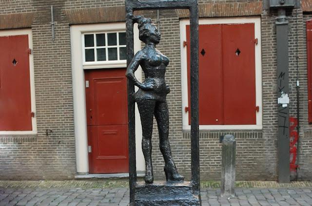 """јмстердама пам¤тник проститутке бл¤ди в """"юмени ул »ндустриальна¤"""