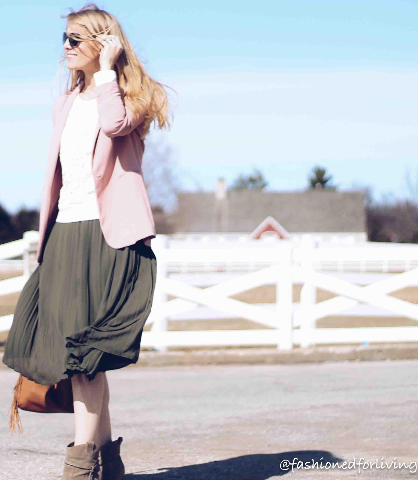 d4fa77e46e66 What To Wear With Pleated Skirt 2017 | Saddha