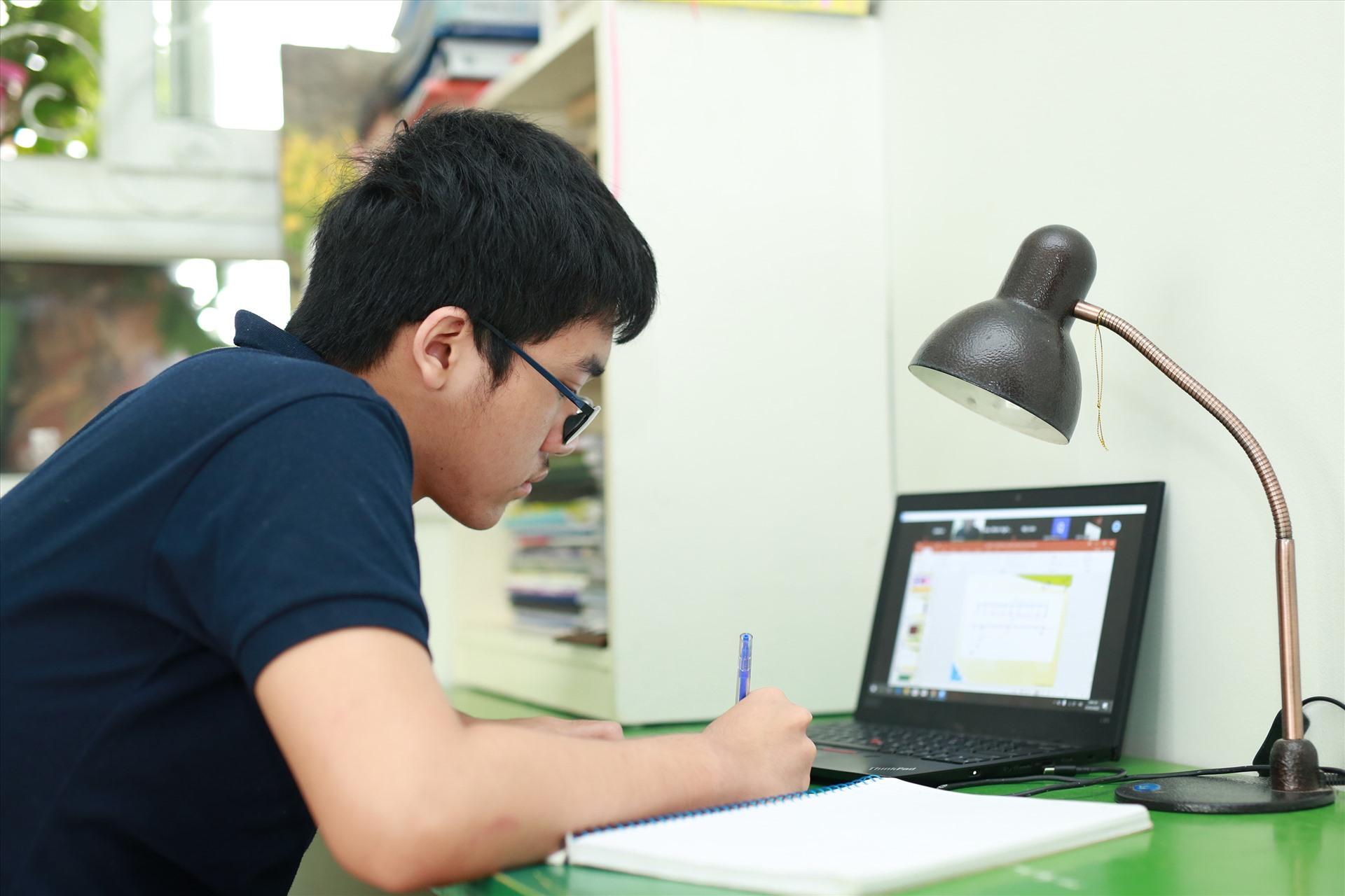 Giúp con học trực tuyến an toàn và hiệu quả cùng F-Safe của Internet FPT