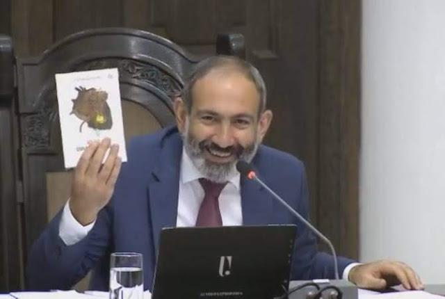 El primer ministro aconsejó regalar de libros en armenio