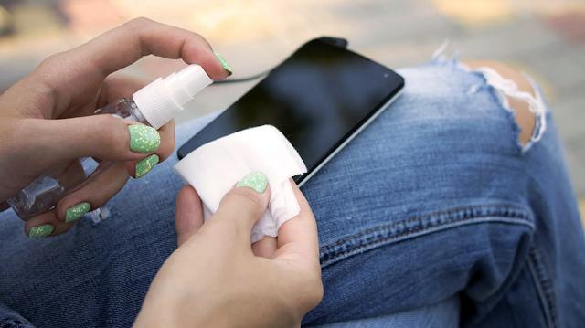 Coronavirus: Cách vệ sinh điện thoại thông minh của bạn an toàn