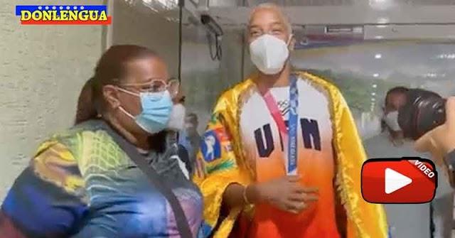 Yulimar Rojas llega a Venezuela a buscar los 50.000$ prometidos por hablar con Maduro por celular