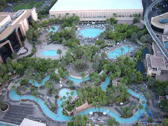 Las vegas a place where party never stops may 2013 - Luxor hotel las vegas swimming pool ...