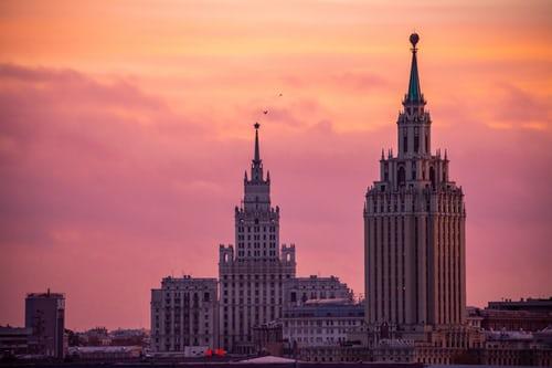 الفرق بين الدراسة للمقيمين في روسيا باللغة الروسية ام الانجليزية