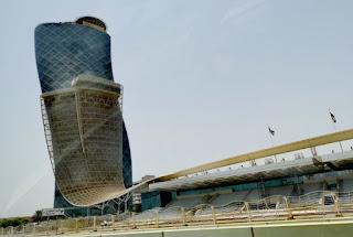 Capital Gate, Abu Dabi, Abu Dhabi, Emiratos Árabes Unidos.