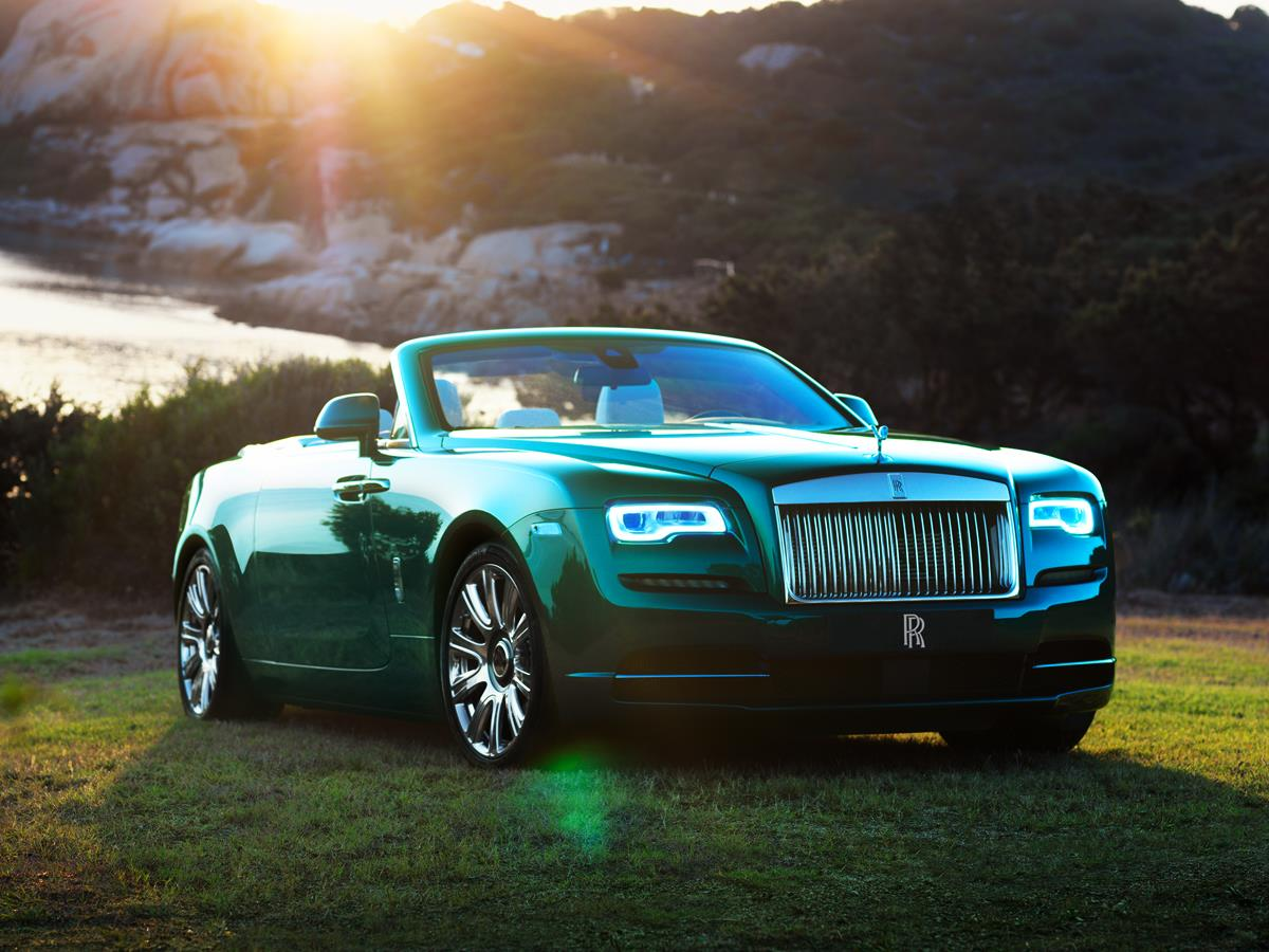 Rolls-Royce Bespoke Wraith & Dawn Look Glamorous On ...