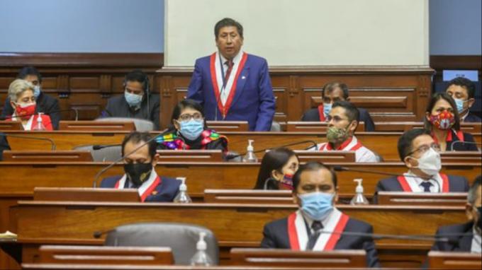 Bellido le declara la guerra a Castillo y se quiebra la bancada oficialista del Perú