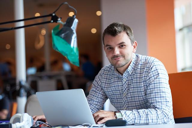 colabora con contador millennial