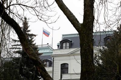 Moscú declara 'personas non grata' a 20 empleados de la Embajada de la República Checa
