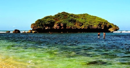 Wisata Pantai Sadranan Yogyakarta