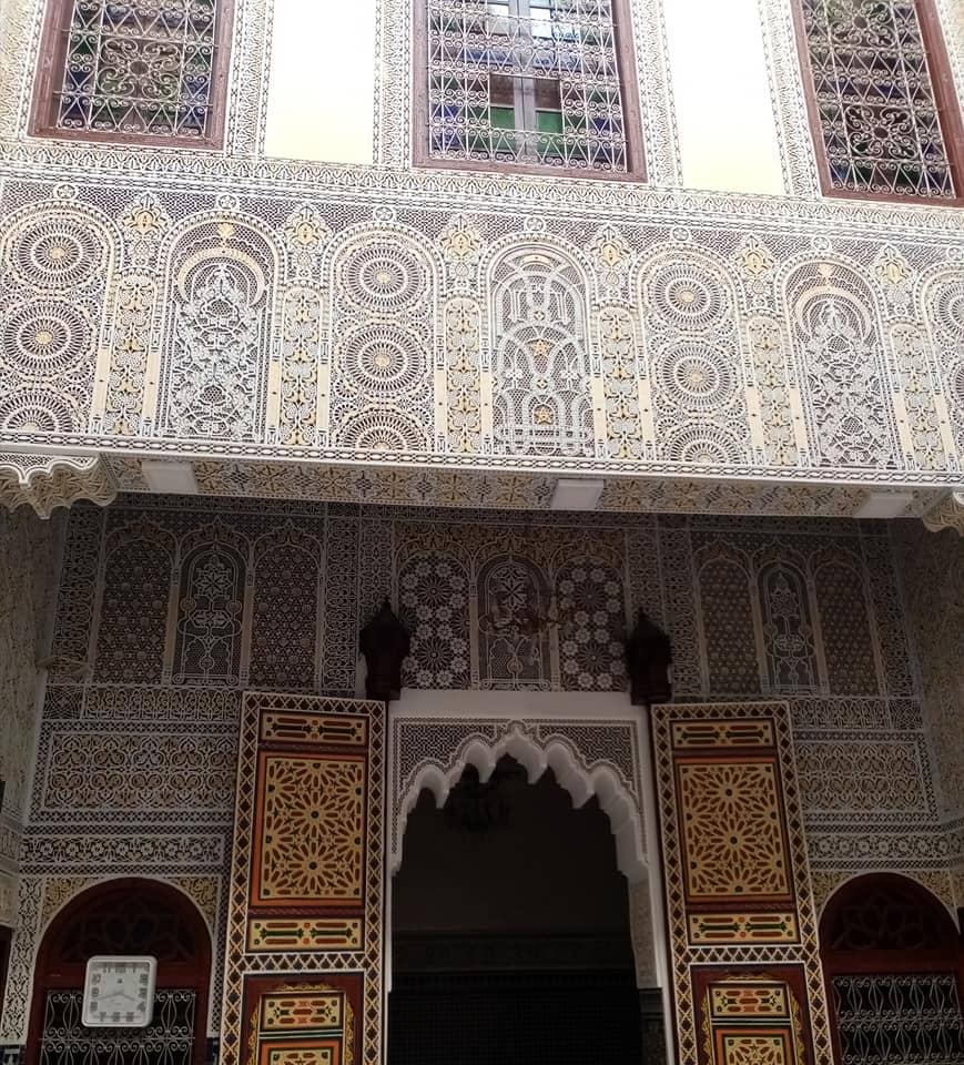 فخامة النقش على الجبس التقليدي المغربي واجمل الزخارف بالصور
