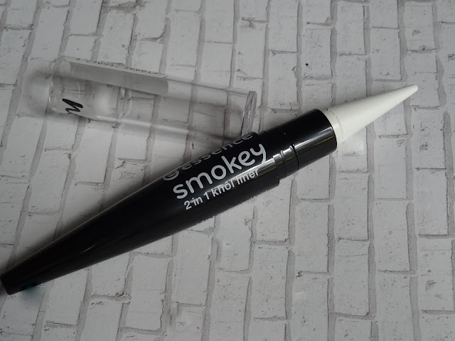 Essence Smokey 2-in-1 Kohl Liner in White
