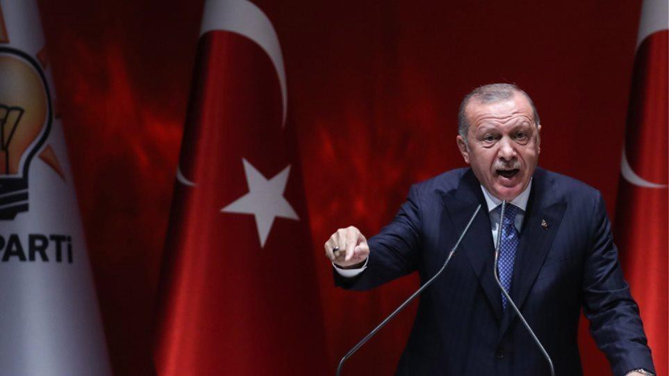 """Έξαλλος ο Ερντογάν: """"Δεν ντρέπεστε για το τι συνέβη μετά τις εκλογές;"""" είπε στον Μπάιντεν"""