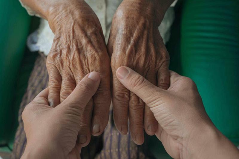 """""""Pandemide yaşlıların daha çok ilgiye ihtiyacı var"""""""