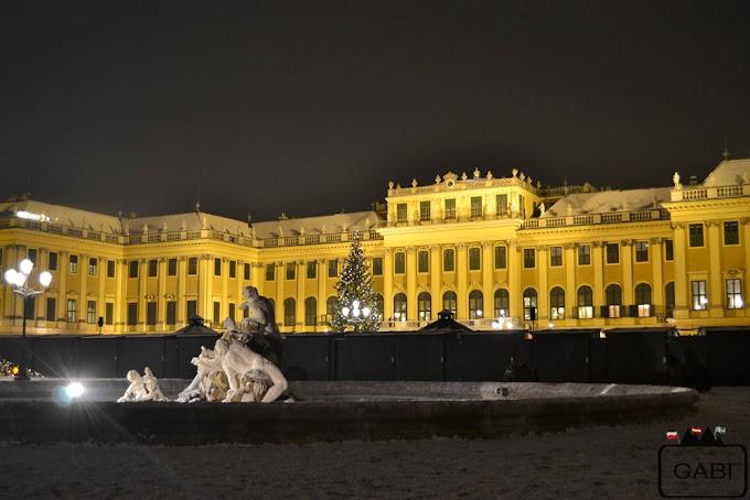 Zimowy Schönbrunn z jarmarkiem