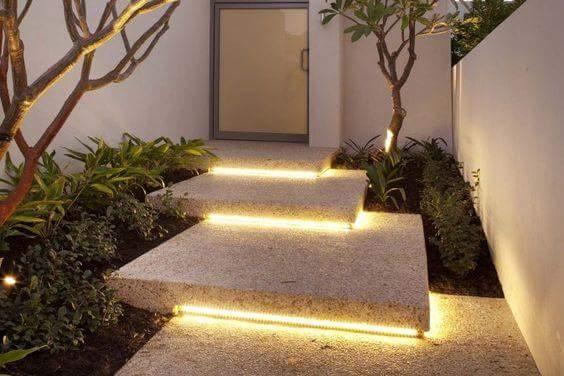 Formas de iluminar las escaleras de tu casa decoraci n for Escaleras con luz