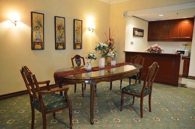 Ruang makan di bilik Presidential Suite Hotel Klana Resort Seremban
