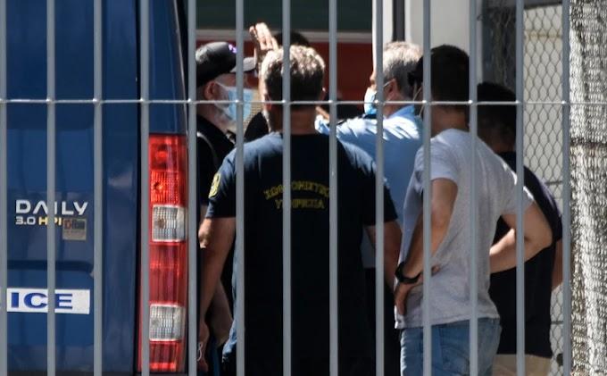 Πέτρος Φιλιππίδης: Πρώτο βράδυ στη φυλακή Τρίπολης