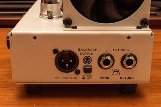 TERROR BASS はセンドアンドリターンを利用して エフェクトシステムに容易に組み込むことができる