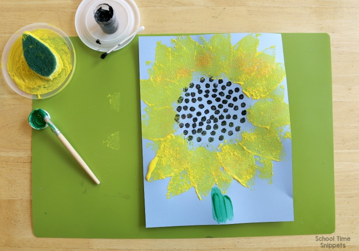 painting a sunflower with a sponge