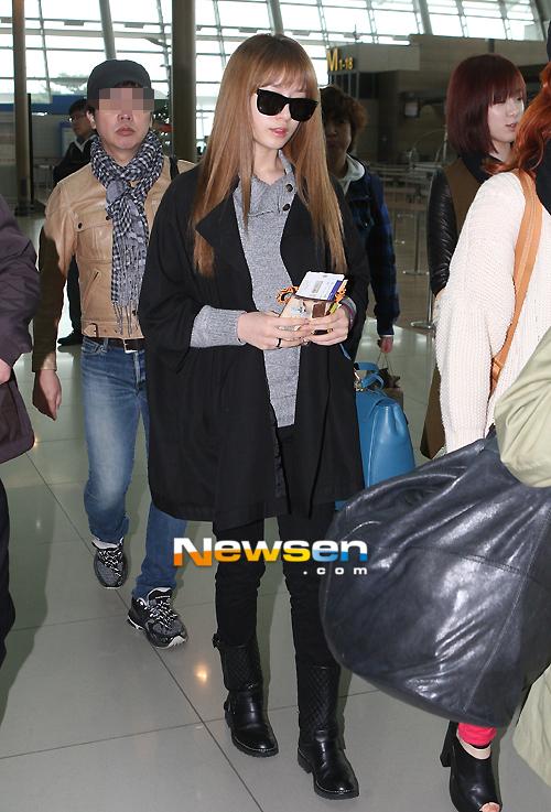 http://1.bp.blogspot.com/-XzF8rS0m2fo/UJxn6gHfvHI/AAAAAAAAcGk/DjcxOTIsGbg/s1600/t-ara+going+to+japan+airport+pictures++(6).jpg