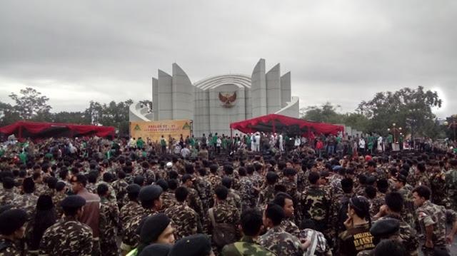 foto banser monumen perjuangan bandung