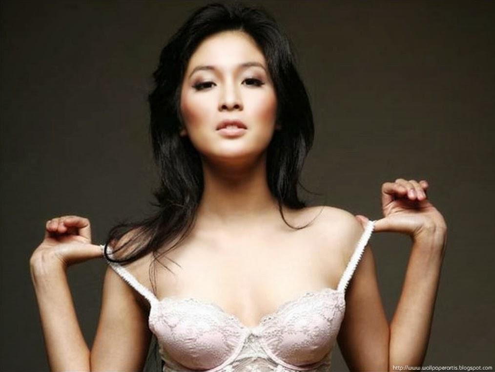indonesian actress nude pics