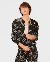 http://www.wefashion.be/nl_BE/women/bomber-jackets/79778954.html?dwvar_79778954_size=1006&dwvar_79778954_color=0061&backtolist=true&dcgid=women_subsale_jackets#start=1