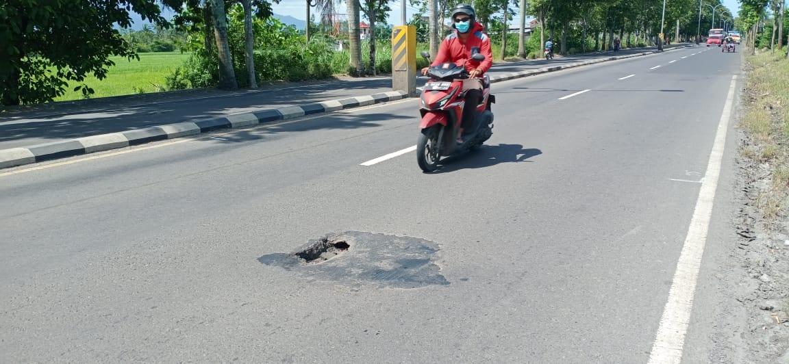 Tambal Sulam Jalan Berlubang di Sukarno-Hatta Tidak Merata