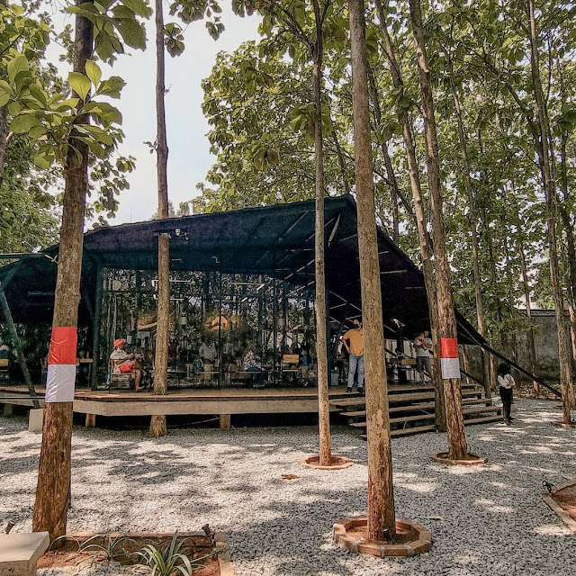 Hutan Jati Cafe Purwakarta