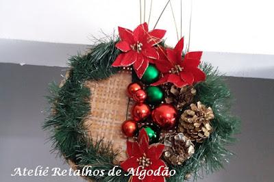Guirlanda de Natal  criativa e exclusiva feita com peneira de palha
