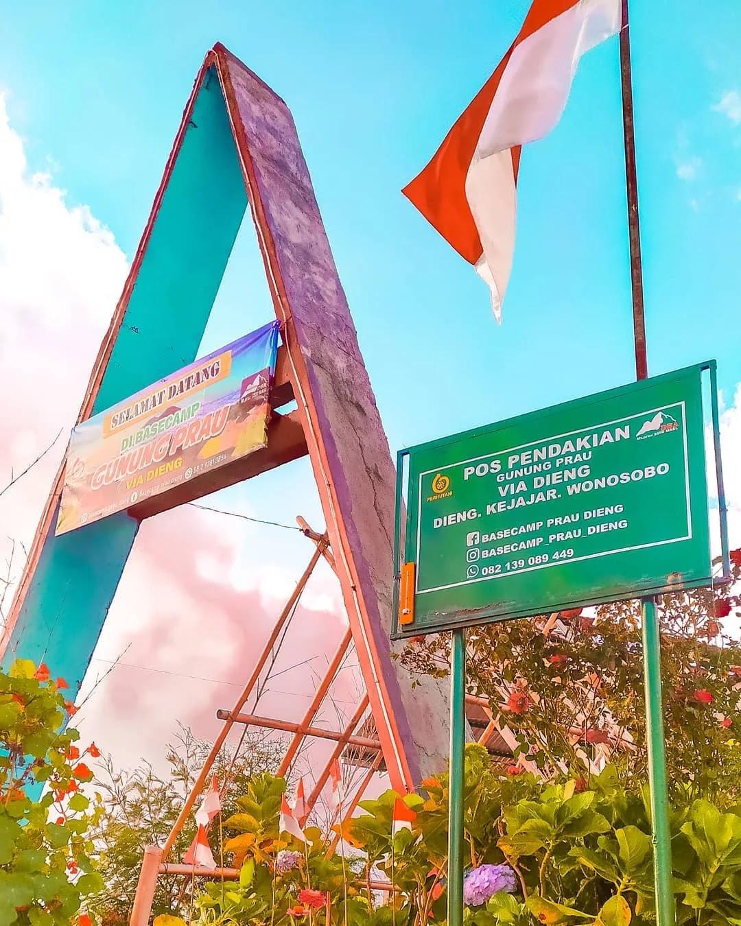 Basecamp Prau via Dieng foto oleh Instagram @lets.go.again_pink