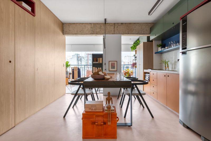 Separar habitaciones con muebles en lugar de con paredes: comedor con armarios empotrados.