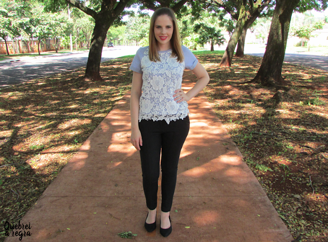 Look do dia: T-shirt com renda floral e calça social