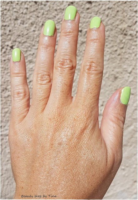 Sally-Hansen-miracle-gel-neon-electri-lime-lak-za-nokte-notino.jpg