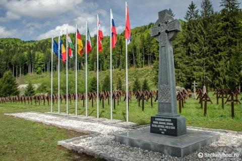 Úzvölgyi katonatemető - Az Elie Wiesel Intézet szerint nem legionárius szimbólum a temetőben állított kelta kereszt