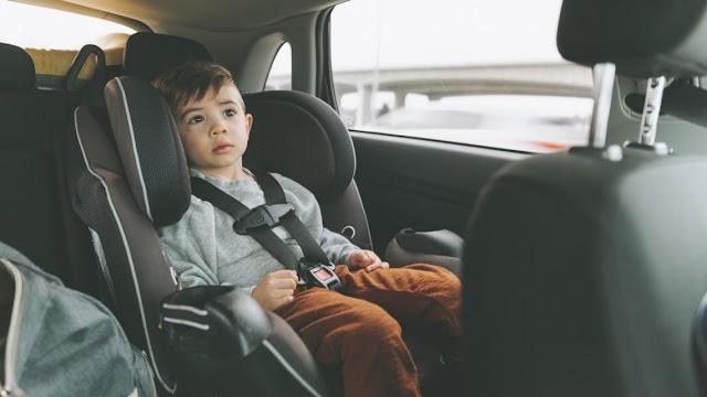 Gyerek volt a lopott autóban, a tolvaj visszament és leszidta az anyát