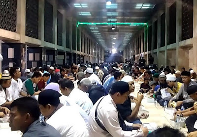 nikmatnya-berbuka-puasa-di-masjid-istiqlal