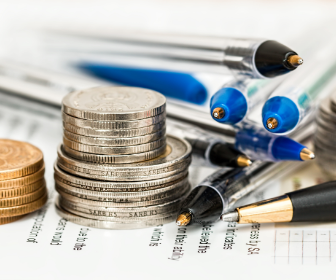 moedas e canetas