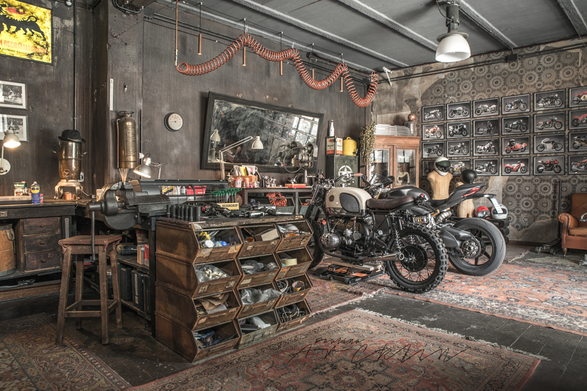 Motorbikes on the living room or like living room on the for Arredamento living