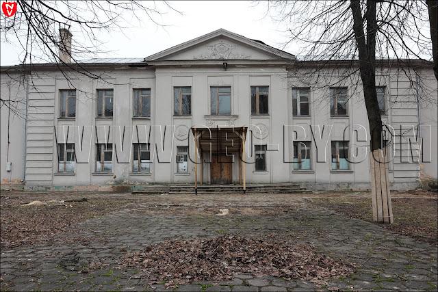 Здание бывшей вечерней школы по улице Серафимовича