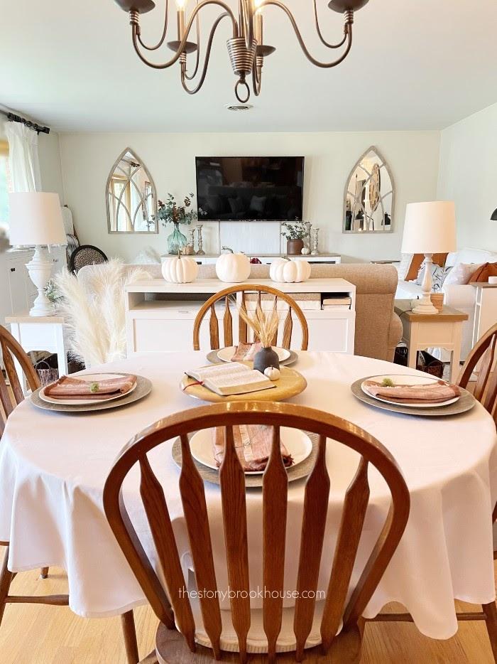 Simple & minimal fall dining room