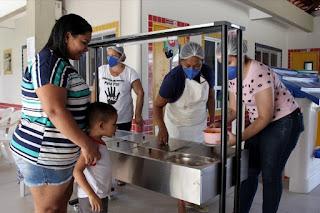 Governos começam a liberar auxílio-merenda emergencial para estudantes da rede pública