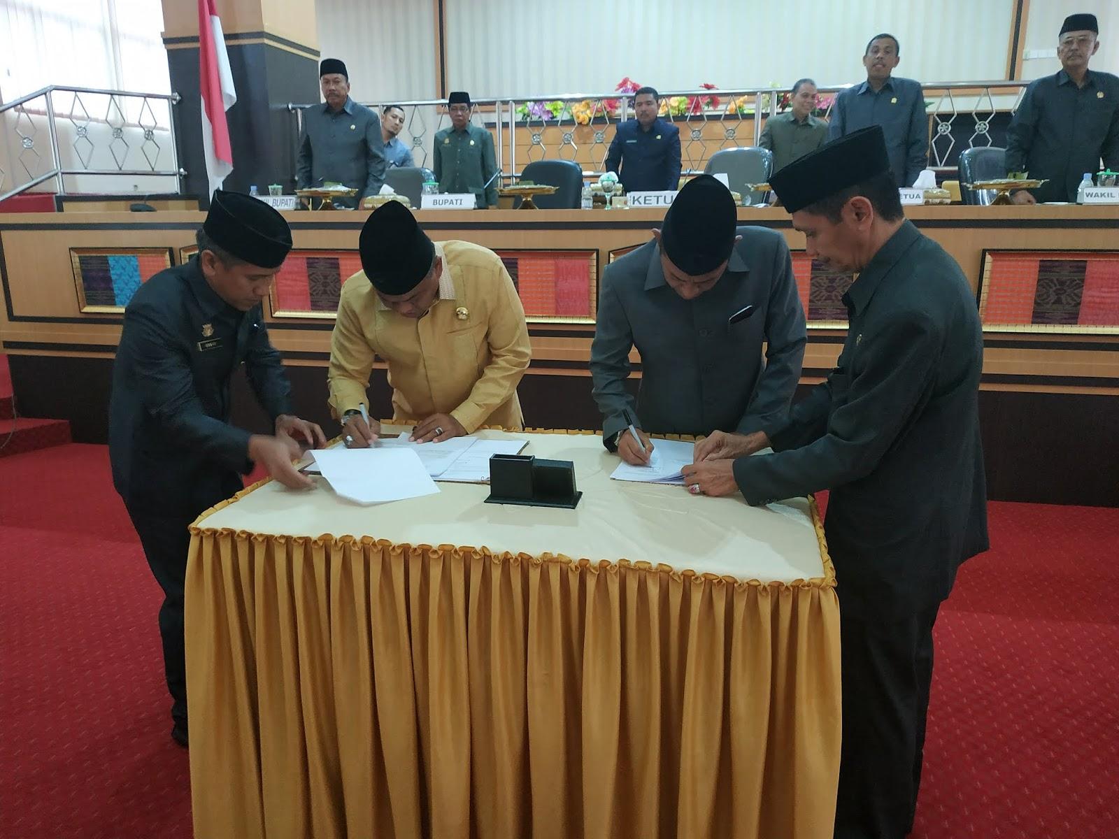 Sah, Tiga Ranperda Ditetapkan Jadi Perda Lewat Rapat Paripurna DPRD Bone