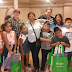Terapistas dominicanos donan útiles escolares a estudiantes de Filadelfia