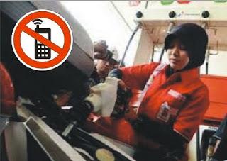 larangan penggunaan ponsel saat mengisi bbm di spbu