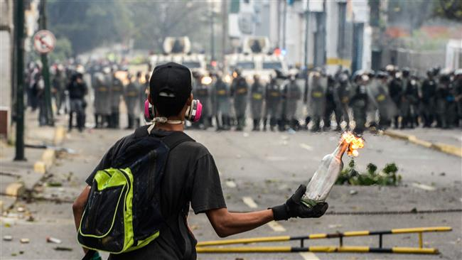 Police clash with anti-Maduro protesters in Venezuelan capital Caracas