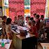 Lecture dans la classe de Mme Véronique: on écoute avec attention