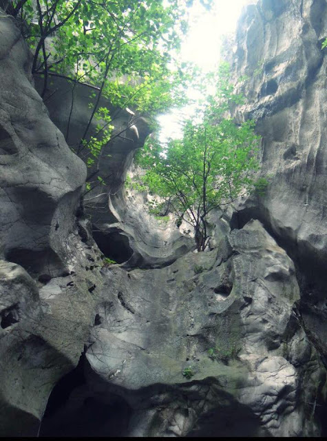 Động Kính Chủ và những bài thơ trên vách đá