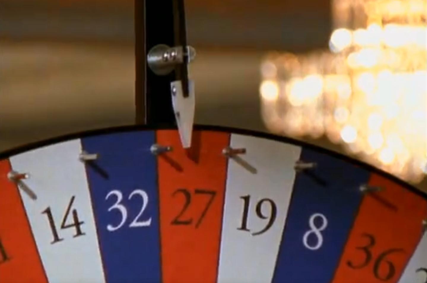 Кадр из сериала Человек Невидимка Казино